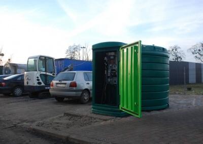 Zbiornik-na-paliwo-z-dystrybutorem-i-automatem-Lisie-Katy-01
