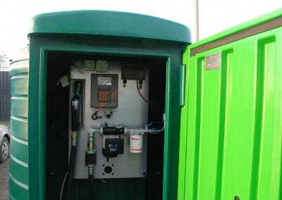 Zbiornik-na-paliwo-z-dystrybutorem-i-automatem-Lisie-Katy-08