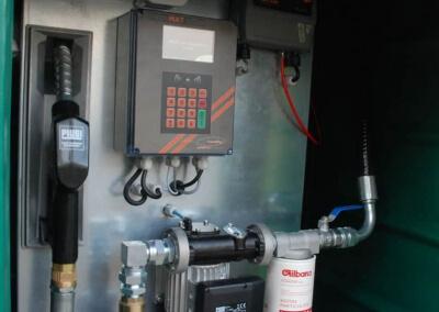 Zbiornik-na-paliwo-z-dystrybutorem-i-automatem-Lisie-Katy-12