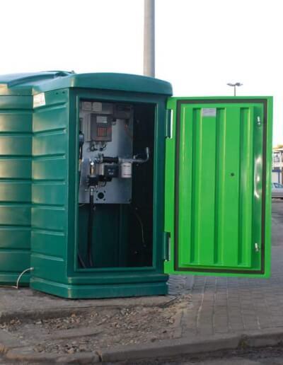 Plastikowe zbiorniki na paliwo 5000 l z dystrybutorem i automatem do tankowania