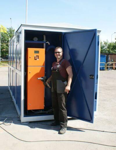 Naziemne zbiorniki do paliwa w obudowie kontenerowej z szafą dystrybucyjną