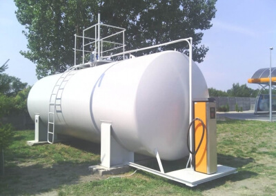 Stalowe naziemne zbiorniki do paliwa z podestem na dystrybutor