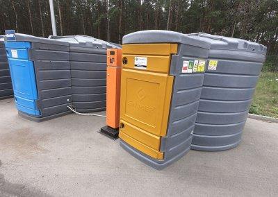 Plastikowe zbiorniki 5000 litrów na ON z dystrybutorem i automatem do wydawania paliw.JPG