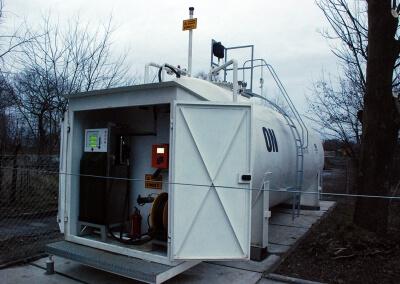PKP InterCity - kolejowa stacja paliw, zbiornik z dystrybutorem i automatem