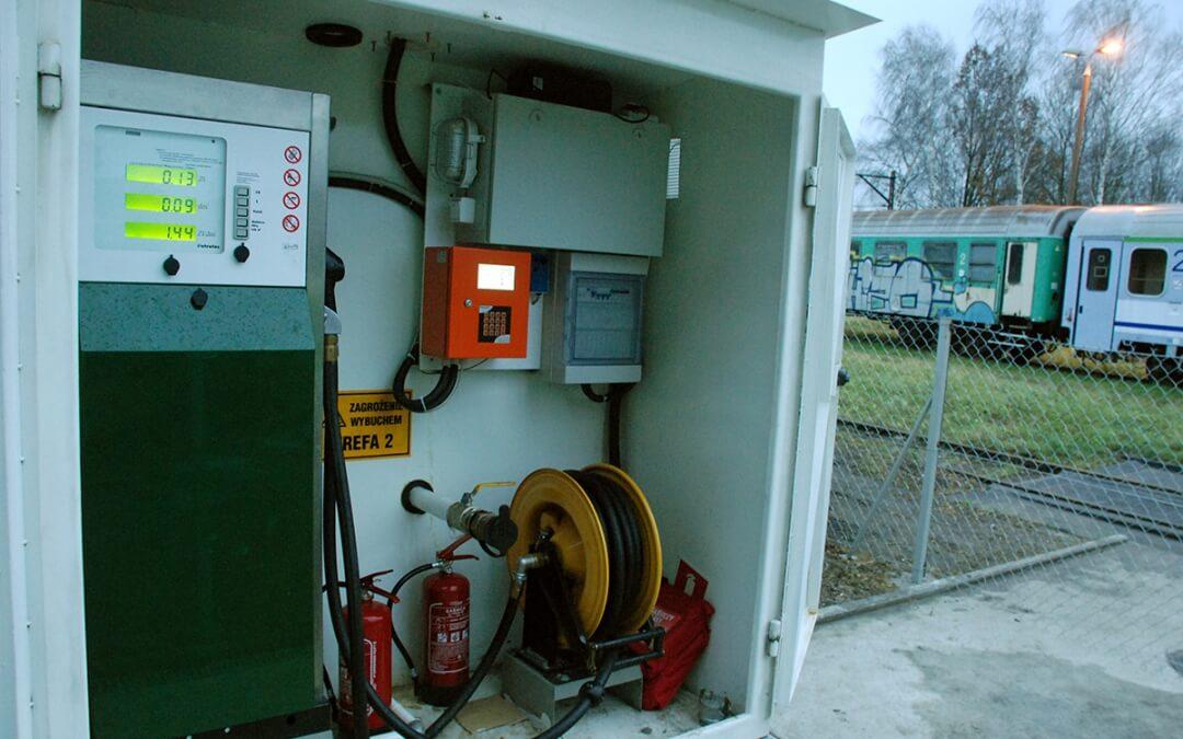 PKP Intercity – kolejowe stacje paliw, zbiornik z dystrybutorem i automatem