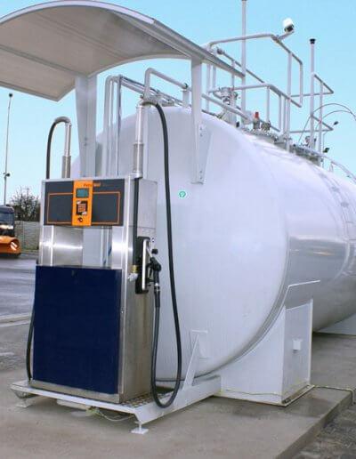 Naziemny-zbiornik-do-paliwa-z-dystrybutorem