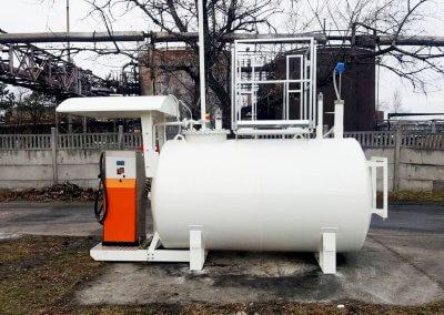 zbiornik na paliwo z dystrybutorem